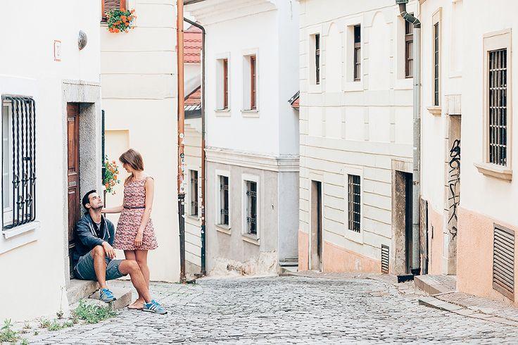Engagement photosession in the streets of Bratislava old town. Snúbenecké fotografovanie v uliciach Starého mesta v Bratislave.