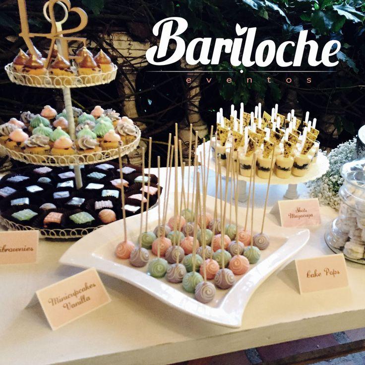 Al momento de elegir una mesa de dulces debes tener en cuenta la edad y el tipo de invitados que asistirán a la fiesta y los dulces que les gustaría disfrutar. #EventosBariloche #ExperienciaBariloche #Bariloche #Bodas #Eventos #BodasCampestres #Wedding #WeddingPlaner #BodasColombia #EventosSociales #NoviasMedellín