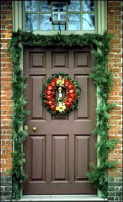 81 best colonial decorated door images on pinterest for Williamsburg home decor