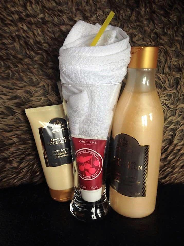 Cadeaupakket sorbet 2 bevat : - gastendoekje - refreshing hand cream with cherry extract - sparkling collection body lotion - sparkling collection bubble bath * Ook mogelijk om eigen cadeaupakketjes samen te stellen    https://www.facebook.com/BeautyshopVeronique/