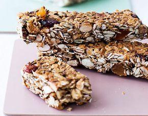 Opskrift på sund snackbar med mandler og peanutbutter. Et sundt alternativ, når du bliver lækkersulten. Nødder indeholder nemlig mineralet magnesium, der er godt for hjertet!