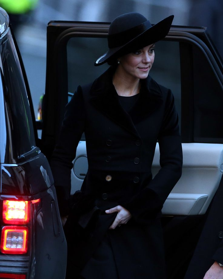 Kate Middleton - Catherine, Duchess of Cambridge arrives for the memorial service of The Duke of Westminster at Chester Cathedral on November 28, 2016 in Chester, England.