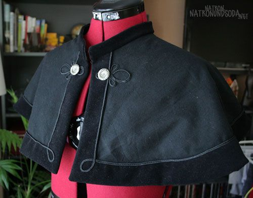 Capelet - tutorial in German lolita steampunk victorian cosplay I like the… ...repinned vom GentlemanClub viele tolle Pins rund um das Thema Menswear- schauen Sie auch mal im Blog vorbei www.thegentemanclub.de