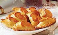 Pieczone pierogi z pieczarkami i cebulą