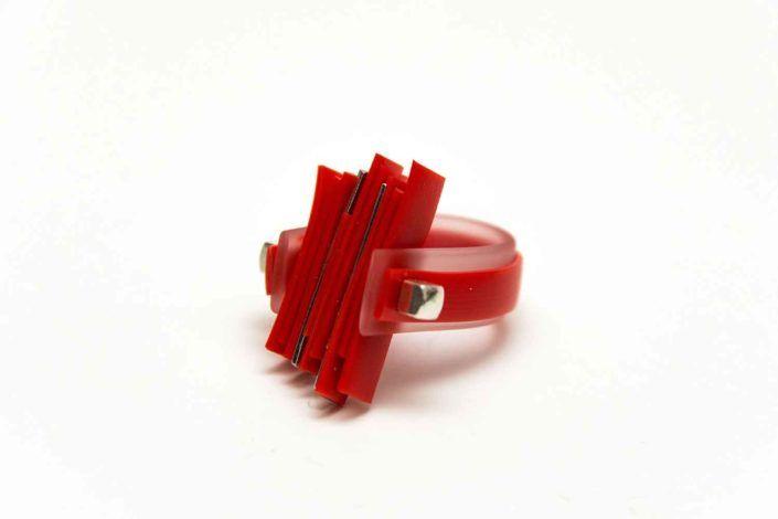 LIFE IN PLASTIC rosso