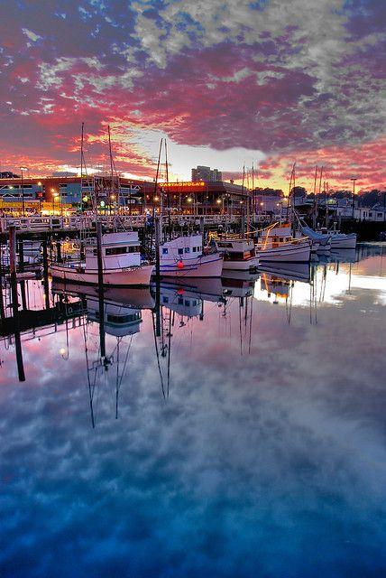 Fishermen's Wharf, San Francisco, California.         إنعكاس رائع في سان فرانسيسكو وقت الغروب !!