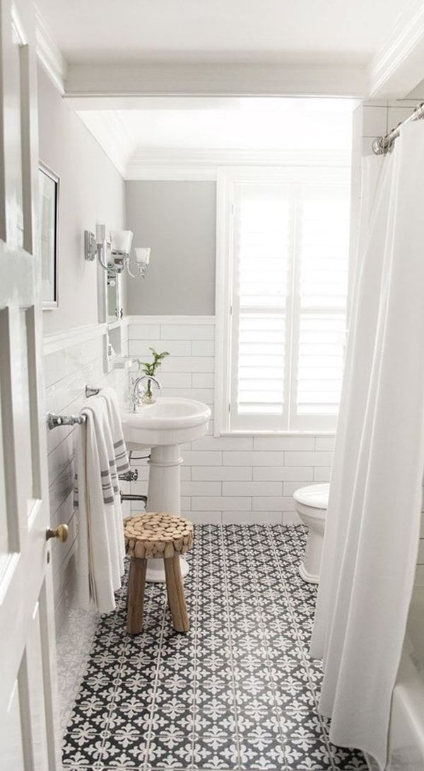 Baldosas en blanco y negro para el baño