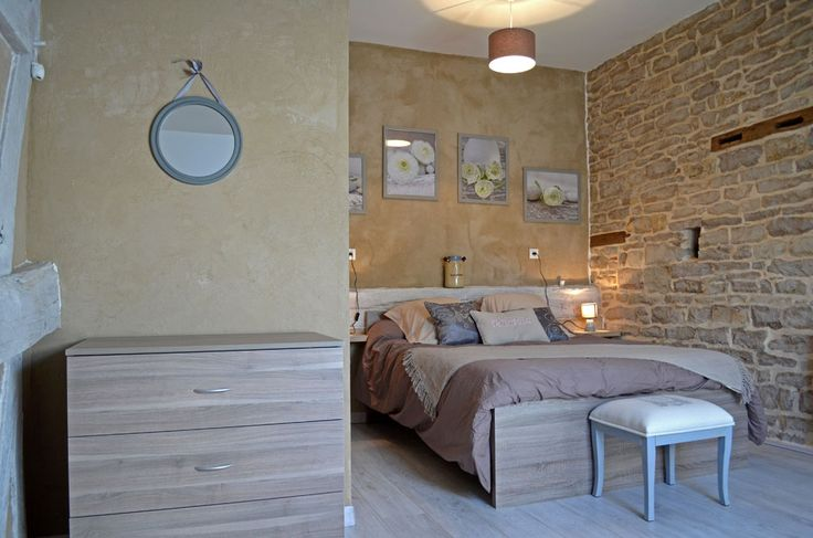 Location de maison de vacances en Bourgogne - Situé entre Beaune et Dijon, à proximité de Nuits-Saint-Georges, le gîte de Boncourt-le-Bois, Entre Vignes et Bois, vous permettra de passer des vacances proche des grands crus bourguignons.  http://www.gite-entre-vignes-et-bois.fr/wp-content/uploads/gite-boncourt-le-bois-chambre.jpg - Par nicolass sur Liens internes #Locationethébergementdevacances   http://www.liens-internes.com/location-de-maison-de-vacances-bourgogne/