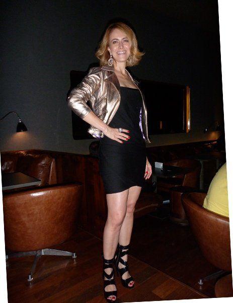 Continuando o post anterior, agora com fotos minhas e da Cris, da produção de cada uma e das jóias!!! A minha roupa: Regata – Nk Store Saia de renda – Nk Store Jaqueta de couro – Doma Sandália – Schutz Carteira – Chanel A roupa da Cris: Vestido – Nk Store Jaqueta de couro – …