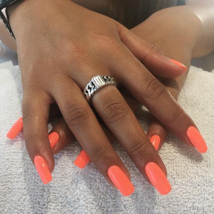 Dit zijn natuurlijke nagels!!! Ja ook ik kon mijn ogen niet geloven! ☀️ #lovemyjob #allnatural #summernails #naturalnails #natuurlijkenagels #gelpolish #gellak #gelish #nagelstudio #nailsalon #groningen #lilak