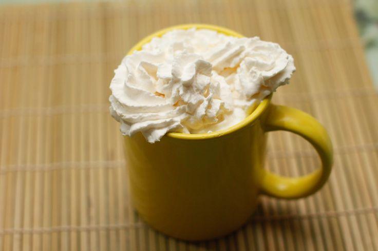 """¡No hay nada que pueda hacer referencia a la palabra """"confort"""" como una humeante taza de chocolate caliente! ¡Es una deliciosa mezcla de dulzura y riqueza de sabor que incluso podría ser buena para ti! En los meses grises y fríos de inv..."""