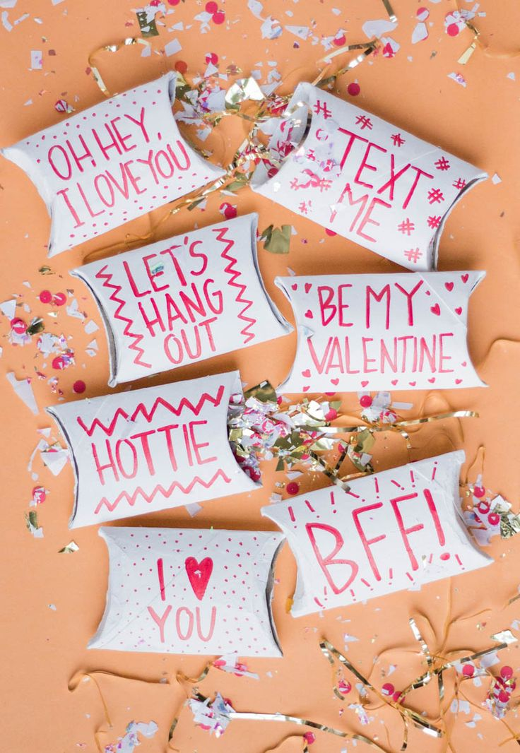 DIY Cardboard Tube Valentine's Pockets (made out of toilet paper rolls!)