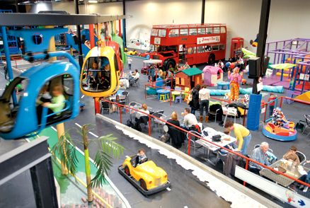 Amsterdam Sloterdijk. Race Planet for Kids - Indoor speelparadijs, bowling lasergame
