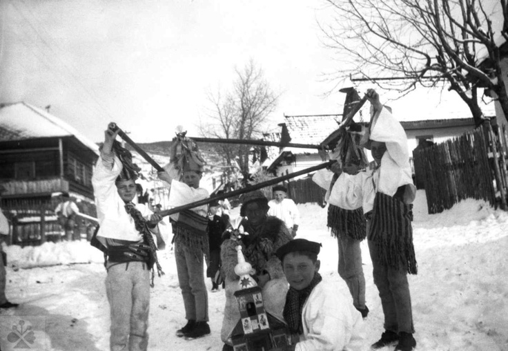 Carolers from Bethlehem to Helpa (district Brezno), 1942. Archive negatives Institute of Ethnology. Photo by M. Kosová