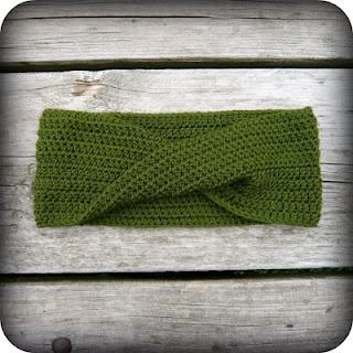 Free Pattern! Autumn Möbius Cowl. Mobius. Moebius. Crochet. Handmade. DIY. Craft. Fashion. Scarf.