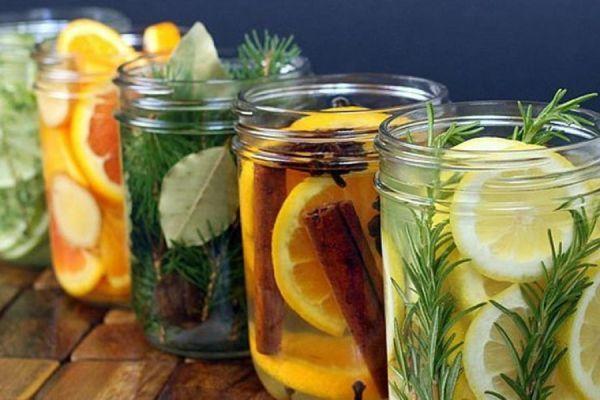 5 Fragancias naturales para el hogar - La bioguía Las recetas que aquí compartimos ayudarán a mantener tu hogar perfumado de manera natural y sana. (frutas, hierbas, ramas de cedro y agujas de pino, extractos, especias)