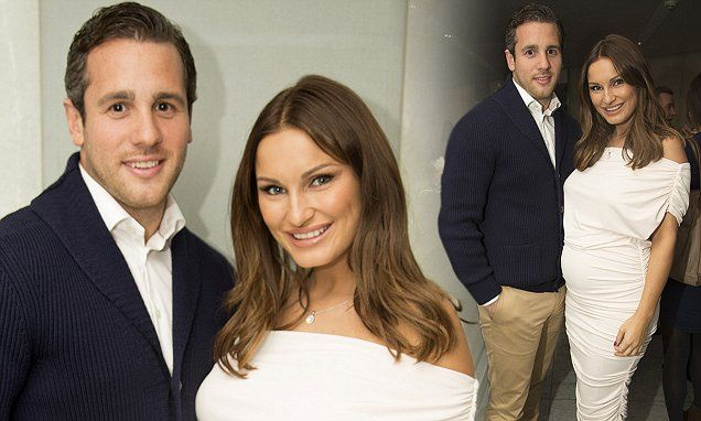 Pregnant Sam Faiers enjoys night on the town with sister Billie