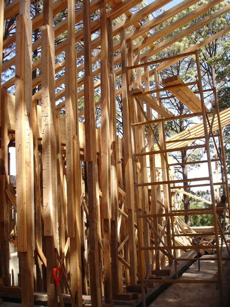 Cimbra: Estructura provisional de tablones de madera para