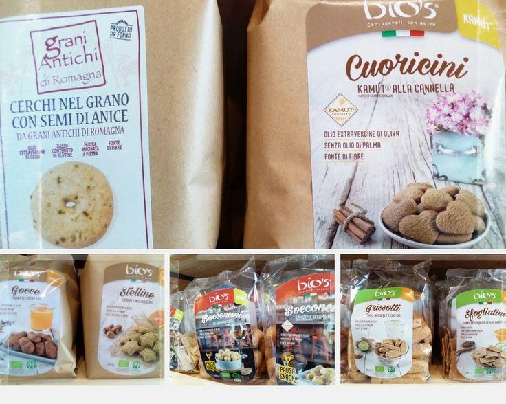 Biscotti cerchi nel grano, cuoricini kamut e cannella, gocce di farro, stelline farro canapa e nocciola, bocconcini rosmarino, kamut e sesamo, snack capperi e olive, grissotti al farro.