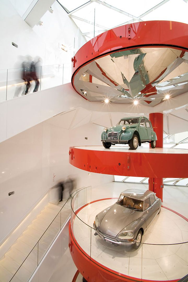 Citroen showroom paint canvas pinterest architecture for Garage citroen paris