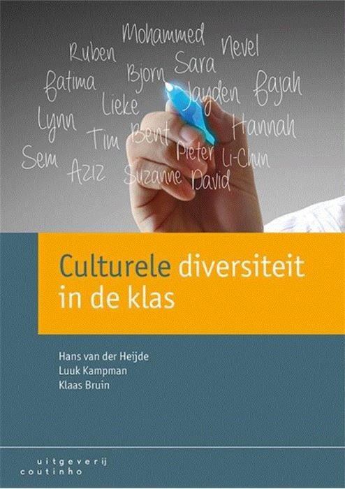 Culturele diversiteit in de klas  De culturele diversiteit van de Nederlandse samenleving verandert continu. Maar wat houdt 'culturele diversiteit' in? Hoe kunnen onderwijsinstellingen en leraren recht doen aan de diversiteit van hun klassen van schoolpopulaties en van de samenleving als geheel? Hoe brengen zij dit over op leerlingen? Culturele diversiteit in de klas (voorheen Intercultureel onderwijs in de praktijk) vertaalt het zuiver omgaan met verschillen en overeenkomsten tussen mensen…