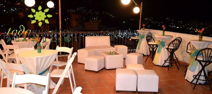 Combinaci n de mobiliario mesas tipo bar con sillas avant for Silla avant garde