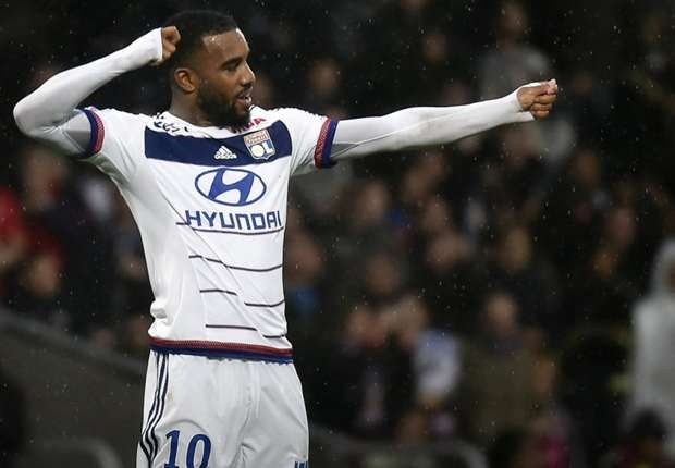 Lacazette could replace Ibrahimovic at PSG says brother