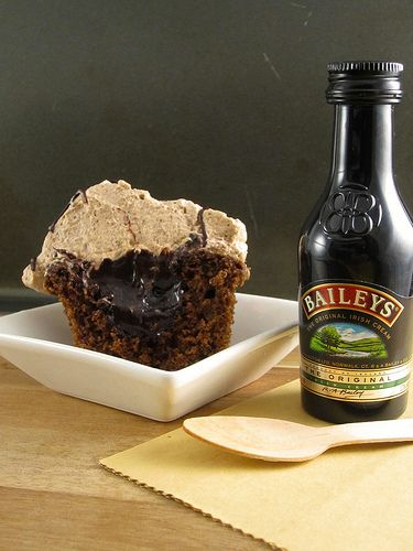 Mudslide Cupcakes With Baileys Irish Cream Whipped Cream ...