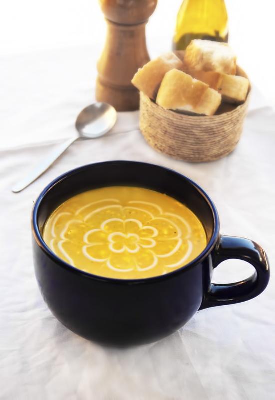 Receta 155: Crema de pescado con nata y curry » 1080 Fotos de cocina http://pinterest.com/alianza/1080-recetas-de-cocina-de-simone-ortega/