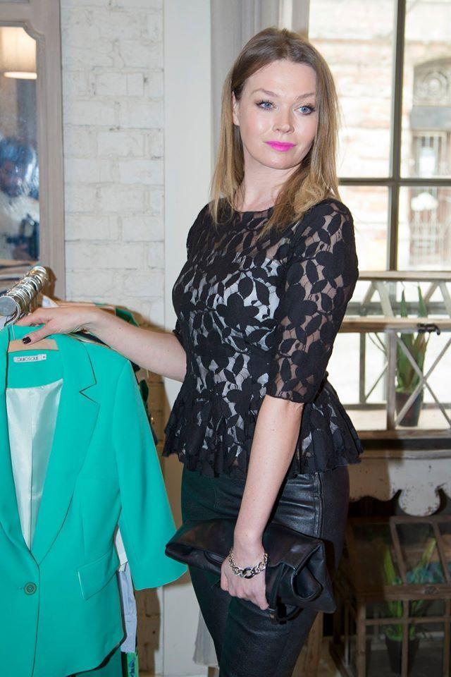 Pani Tamara Arciuch zwróciła uwagę na żakiet w intensywnym, energetycznym kolorze #qsq #fashion #work #TamaraArciuch