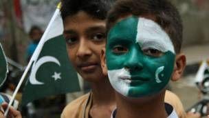 مختلف شہروں میں جشنِ آزادی کی تقریبات، ریلیاں - BBC Urdu