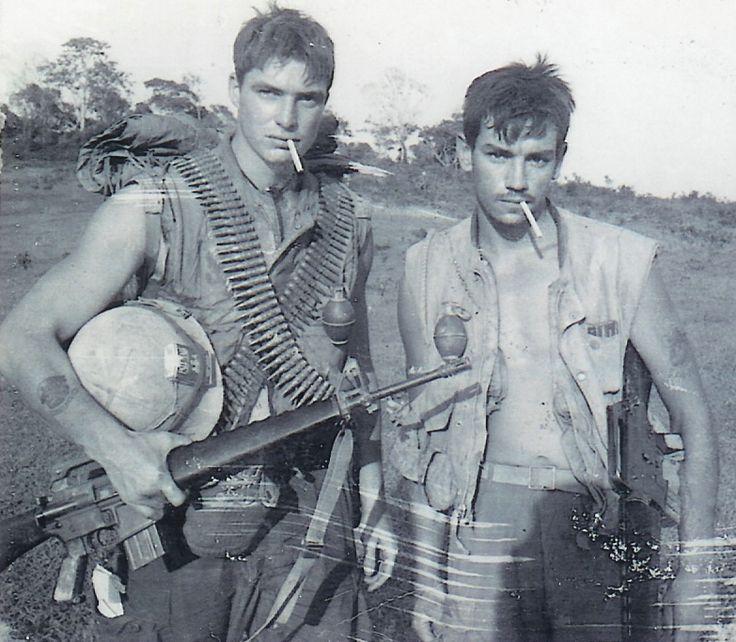 Vietnamwarera: US Marines Mike Cunningham and Ricky Riley (KIA 29 June 1968). (Source: three27.com)