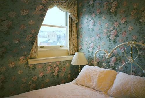 Floral wallprint #roominspiration #home #bedroom #floral #vintage