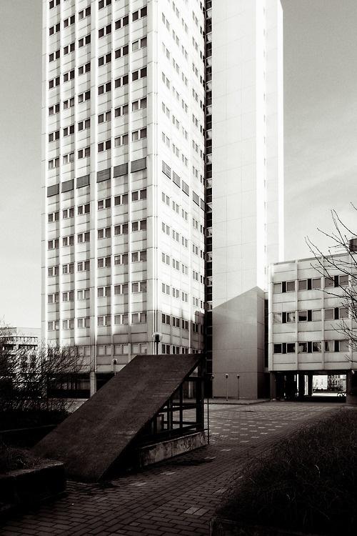 Office building at Merihaka. By Vesa Metsätähti.
