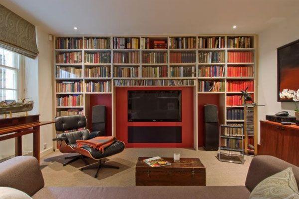Boekenkast met tv.   http://www.decoist.com/2012-10-16/40-home-library-design-ideas-remarkable-interior/