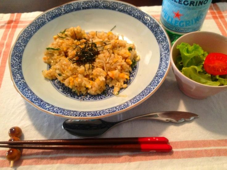 朝昼ご飯:炒飯(白菜の柔らかいところ、ツナ、モヤシ、たまご、刻み海苔)、レタス+トマト。