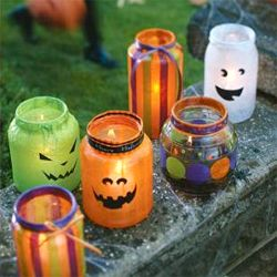 Dress up your driveway with these festive Halloween jar lanterns. A great kids' project!: Holiday, Halloween Fall, Halloween Crafts, Fall Halloween, Halloween Jar, Mason Jars, Halloween Ideas, Halloween Lanterns