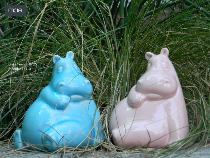 """HIPOPOTAMOS: La diosa hipopotama egipci, Taweret, es la diosa del hogar, es una diosa madre, conocida sobre todo por su faceta protectora de la familia y en espacial de los niños. Para protegerlos de todo mal. En Africa el hipopótamo es el """"dios del rio"""", los rios son su reino. Entre los zulúes es el símbolo de fuerza y valor."""