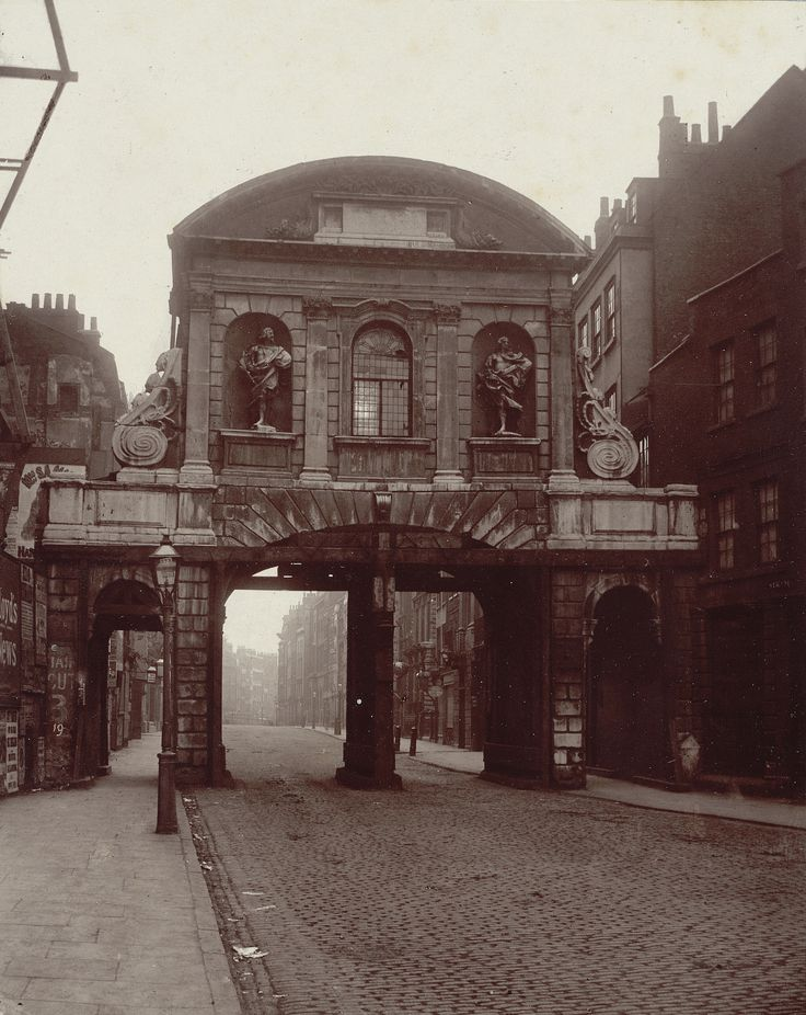 """Alfred and John Bool, no. 19, """"Temple Bar"""" (1878), carbon print mounted on card, from 'Relics of Old London' (Society for Photographing Relics of Old London, 1875–1886, courtesy Yale Center for British Art, Paul Mellon Collection)"""