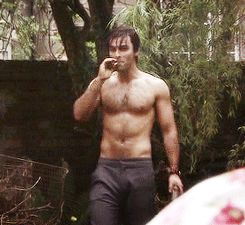 Aidan Turner...he plays the dwarf Kili in the Hobbit. Now I know why Snow White liked hers so much! (click thru for gif set)