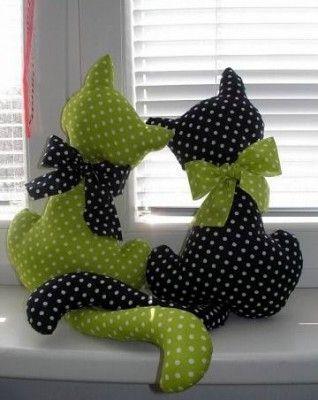 sevimli kedi figürlü dekoratif yastık tasarımı