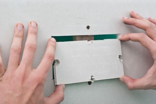 Как сделать и заделать прямоугольное отверстие в гипсокартоне?