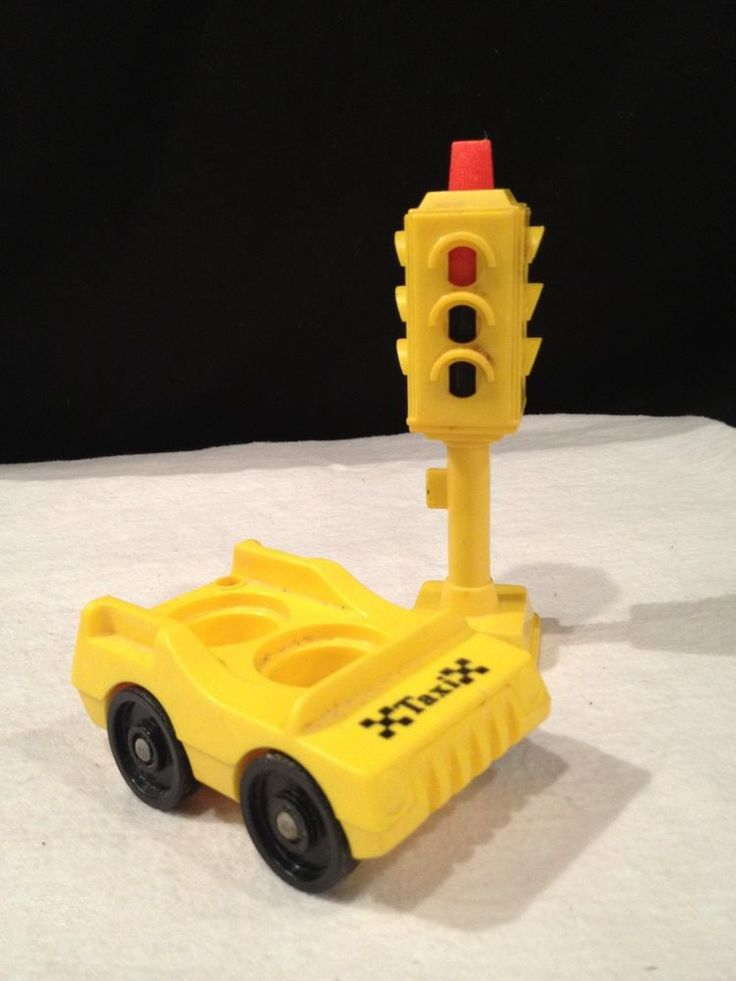 Vintage FISHER PRICE PLAY FAMILY VILLAGE 1973- ACCESSORIES- STOP LIGHT- TAXI CAB #FISHERPRICE