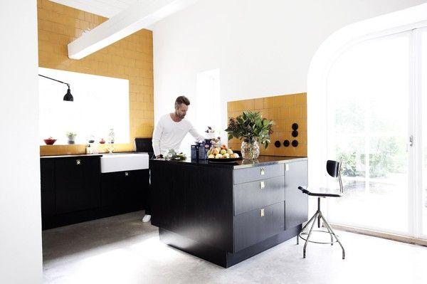 The White Briefs 01 / Henriette and Peter's gorgeous kitchen. photo by Jenny Brandt via emmas designblogg. #kitchen