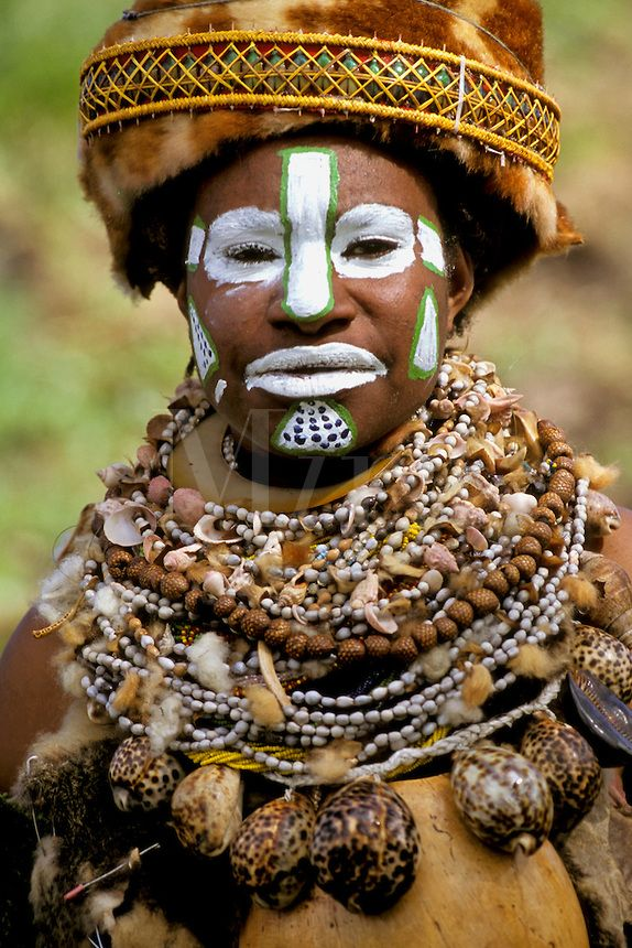 Papua New Guinea | Woman at the Mt. Hagen Cultural Show, Western Highlands Province | ©Mark Johnson