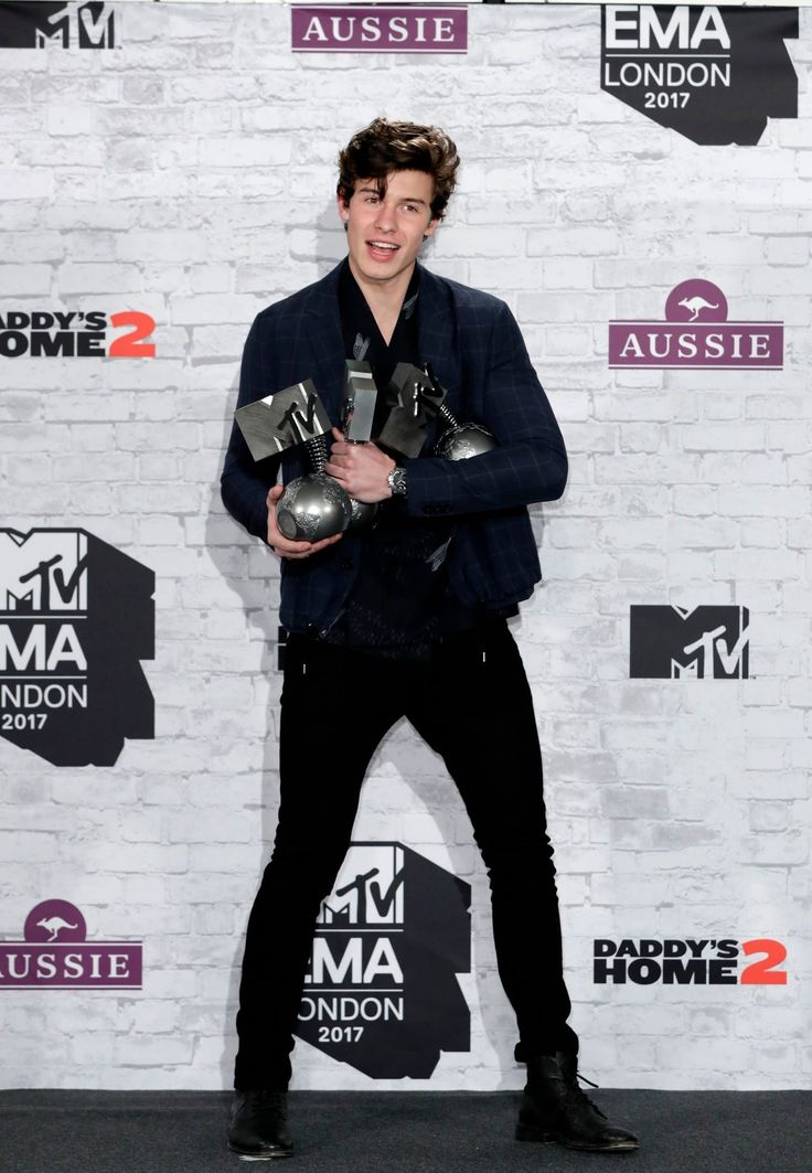 Shawn Mendes posing with his awards at the 2017 MTV Europe Music Awards in London