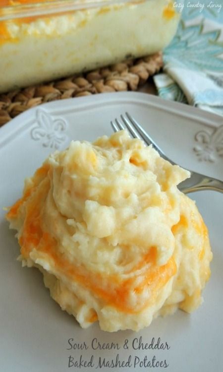 Sour Cream and Cheddar Baked Mashed Potatoes - easy recipe! Can't mess this up! Soooo delicious!!!!!!