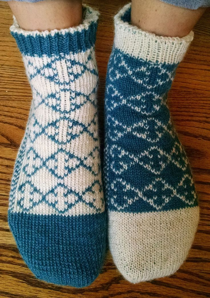 Pattern: Quatrefoil Reversible Slipper Socks   Knit A Bit ...