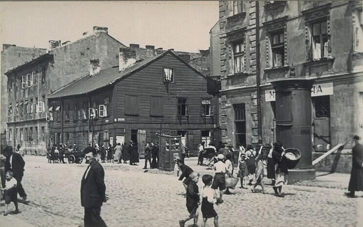 Muranów 1935r Lubeckiego, róg Wołyńskej (Lewartowskiego) http://www.kolejkamarecka.pun.pl/_fora/kolejkamarecka/gallery/81_1441956372.jpg