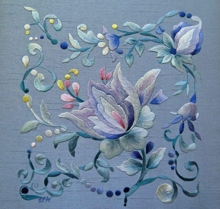 Broderie : Mandala.  Peinture à l'aiguille aux fils de soie Christiane Plamondon Hallé